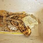 Neporušený pohřeb v sarkofágu