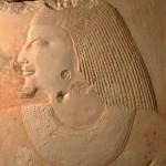 Detail tváře soudce Intiho z reliéfního vyobrazení v jeho zádušní kapli (Abúsír jih).