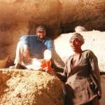 Siesta v pohřební komoře (Abúsír jih, mastaba soudce Intiho).