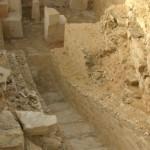 Pohled do nitra odkrytého podzemí pyramidy Lepsius 25.
