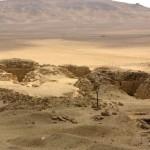 Pohled na jižní část abúsírské královské nekropole (pyramida Lepsius 24 a 25) z vrcholku Niuserreovy pyramidy.