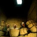 Chvíle odpočinku na dně pohřební šachty (Abúsír jih, mastaba soudce Intiho).