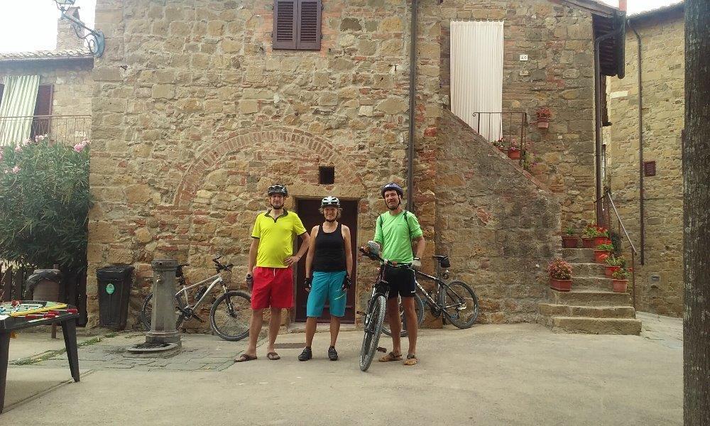 Barevní cyklisté v Monticellu
