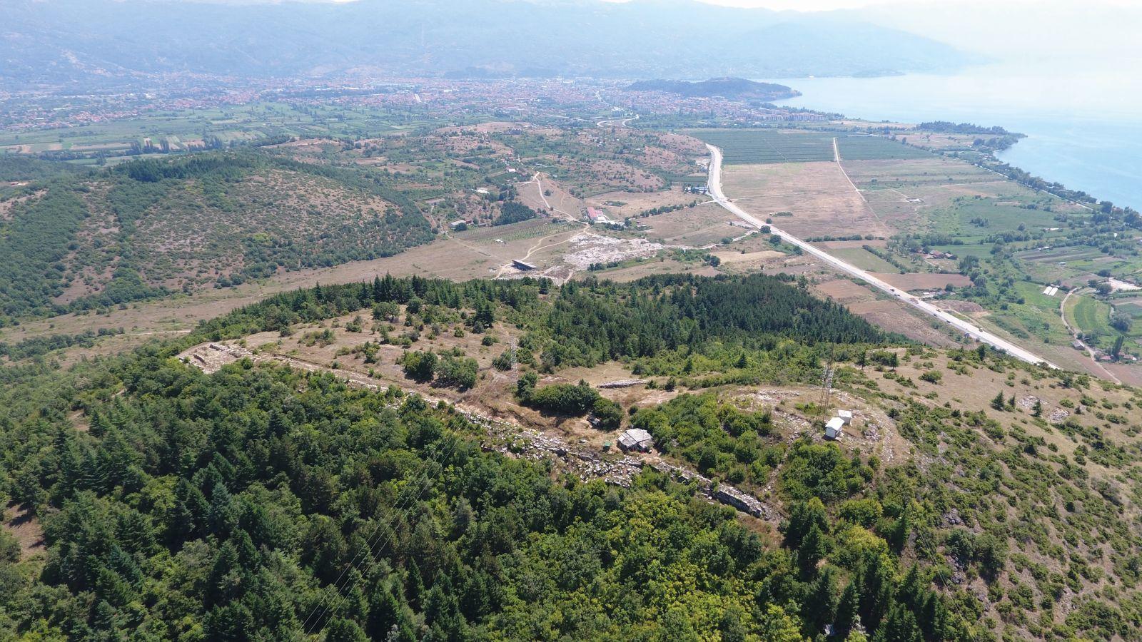 Fig.-3_Letecký-pohľad-na-helenistickú-pevnost-St.-Erasmo-a-mesto-Ohrid-ant.-Lychnidos